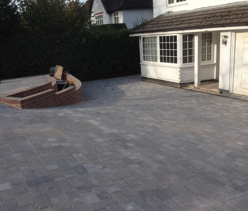 Block paving driveway incorporating raised border Seveonaks Kent